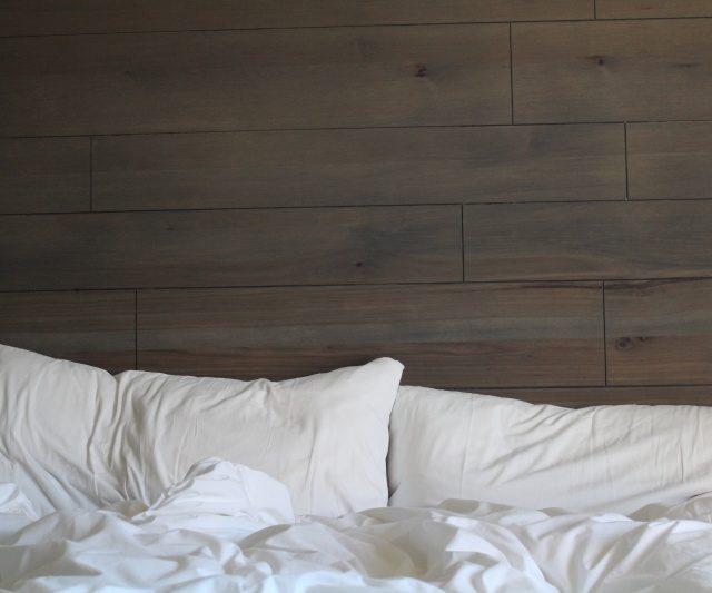 っ痛!朝起きたら首や肩が痛い時の原因と解消法