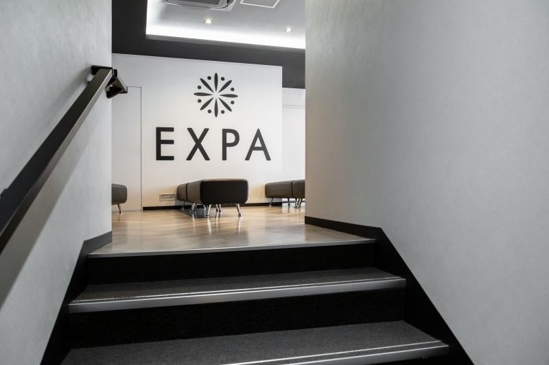 エクスパ 溝の口店室内
